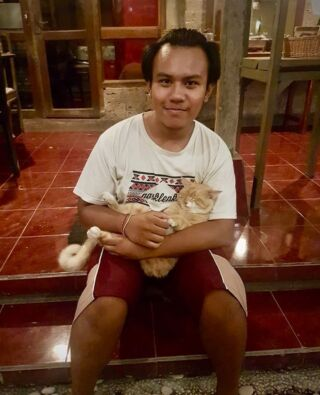 The Balinese are pet lovers and in most homes, there are at least two species of pet – cats, dogs, birds, cattle, pigs, chickens... the whole lot! 🐾🐷   To prove a point, here's our coordinator Indra - an avid cat lover 🐱❤️  #pmgy #pmgybali